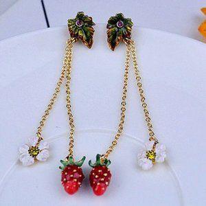 Les Nereides Strawberry&White Flower Earrings